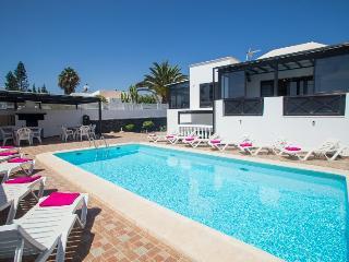 Villa Los Calamares 12 pax Playa Blanca Center - Playa Blanca vacation rentals