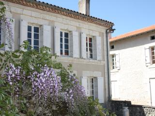 School House Gites {Pool House} Walk to Aubeterre - Aubeterre-sur-Dronne vacation rentals