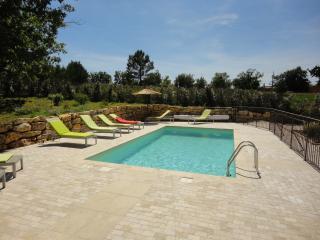 villa piscine privée sur jardin de 3300m² calme - La Verdiere vacation rentals