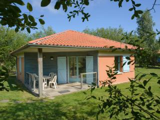 Cozy 2 bedroom Gite in Le Fuilet with Internet Access - Le Fuilet vacation rentals