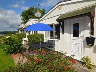 Bright 2 bedroom Galmpton Bungalow with Television - Galmpton vacation rentals