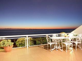 7th Heaven 3bed Camps Bay with Panoramic Sea Views - Camps Bay vacation rentals