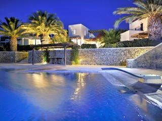 Seventh Heaven!!!...(Jacuzzi under the stars!...) - Paraga vacation rentals