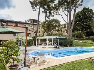 Perfect Villa in San Severino Marche with Internet Access, sleeps 47 - San Severino Marche vacation rentals