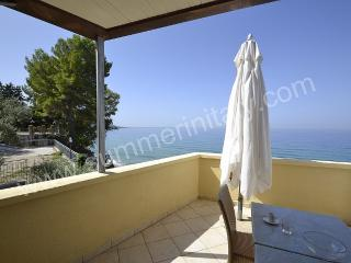Charming 1 bedroom Santa Maria di Castellabate House with Deck - Santa Maria di Castellabate vacation rentals