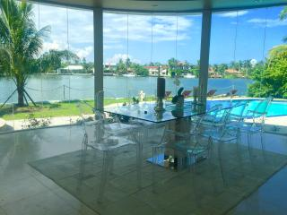 Villa Eterna, designer waterfront Villa with pool - Miami Beach vacation rentals