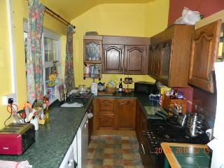 2 x  BUDGET SINGLE BEDROOMS IN FAMILY HOME - Otley vacation rentals