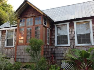 Cozy House in Scarborough with A/C, sleeps 6 - Scarborough vacation rentals