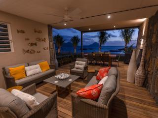 L'Escale Luxury Beachfront Duplex : Couples' Offer - Tamarin vacation rentals