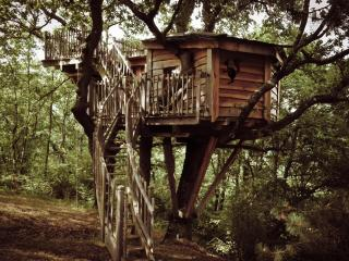 Romantic 1 bedroom Aurignac Tree house with Swing Set - Aurignac vacation rentals