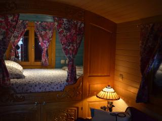 Roulotte Proserpine D'Arbrakabane - Aurignac vacation rentals
