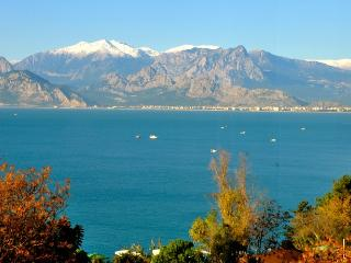 Absolute sea front luxury in city centre. - Antalya vacation rentals
