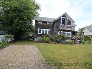 Charming 5 bedroom Oak Bluffs House with Deck - Oak Bluffs vacation rentals