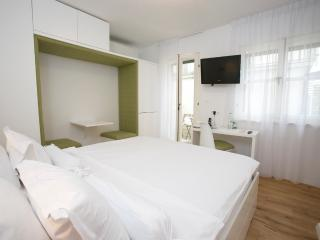 Standard double room with balcony 202 - Split vacation rentals