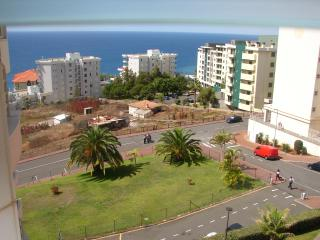 Sea view by the beach, wifi and very quiet, new ap - Funchal vacation rentals
