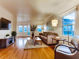 2BR Urban Luxury & Wraparound Views in Mission Hills - San Diego vacation rentals