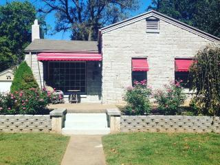 Cottage in the City - Springfield vacation rentals