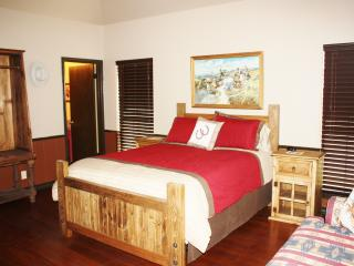 Romantic 1 bedroom Private room in Bandera with A/C - Bandera vacation rentals