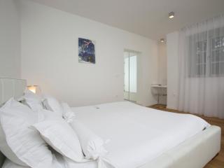 Superior Studio 901 - Split vacation rentals