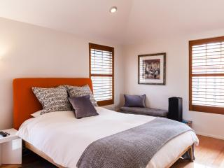 Charming 1 bedroom South Melbourne Condo with Internet Access - South Melbourne vacation rentals