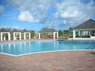 LUXURIOUS HOME short walk to beach/ Gated/Security - Nassau vacation rentals
