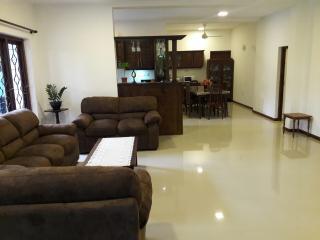 JayaVilla 4BR Holiday Villa - Hikkaduwa vacation rentals