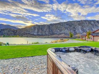Riverfront ranch w/private hot tub & patio on the Columbia! - Chelan Falls vacation rentals