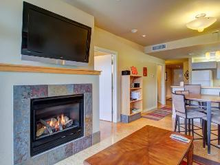 2nd-floor condo w/ shared pool & hot tub, near beach park! - Chelan vacation rentals