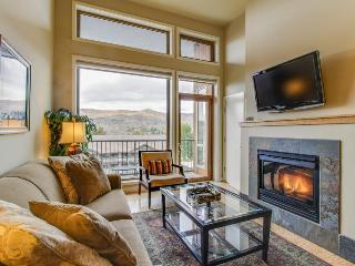 Cozy, modern condo w/lake views and shared pool & hot tub! - Chelan vacation rentals