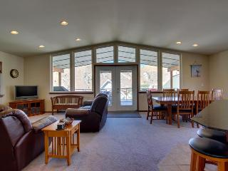 Wonderful, family-friendly home in Sun Cove w/shared pool! - Orondo vacation rentals