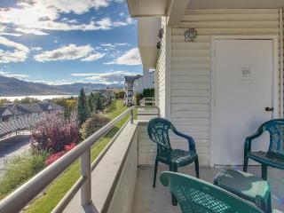 Second-floor condo w/shared pool/hot tub & partial lake views - walk to town! - Chelan vacation rentals