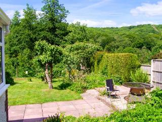 VALLEY COTTAGE, detached, ground floor, conservatory, enclosed garden, WiFi, in Jackfield, Ref 925151 - Jackfield vacation rentals