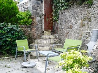 FRON COTTAGE, semi-detached, conservatory, woodburner, parking, patio, in Holywell, Ref 928221 - Holywell vacation rentals