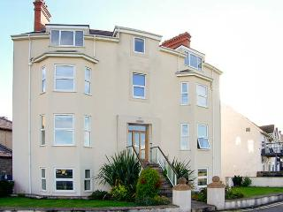 GWLANEDD ONE, seaside apartment, WiFi, coastal views, parking, balcony, in Llanfairfechan, Ref. 928529 - Llanfairfechan vacation rentals