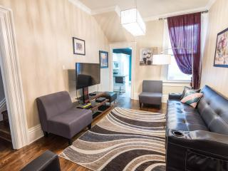 12 BDR charming Victorian Townhouse in Downtown - Toronto vacation rentals