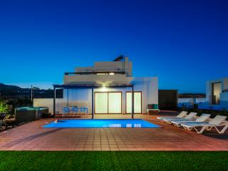"""Casa Em"" Modern Villa located in Villaverde - Villaverde vacation rentals"
