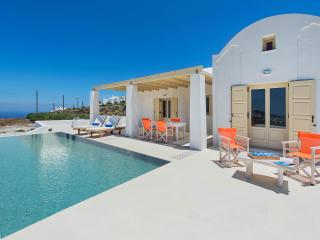 Beautiful Villa with Housekeeping Included and Television - Pyrgos vacation rentals