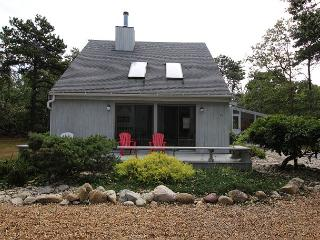 LOVELY KATAMA HOME WITH SCREENED PORCH PERFECT FOR RELAXING AND DINING - Edgartown vacation rentals