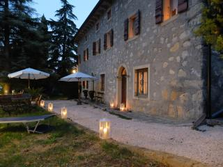 Nice Farmhouse Barn with Internet Access and Satellite Or Cable TV - Marano di Valpolicella vacation rentals