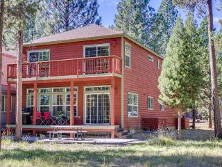 Dog-friendly cabin with a shared pool & tennis, close the river & bike path! - Sunriver vacation rentals