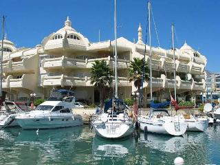 Beautiful Apartment Benalmadena Marina. Pool  Wifi  Aircon  Fantastic Sea Views! - Benalmadena vacation rentals
