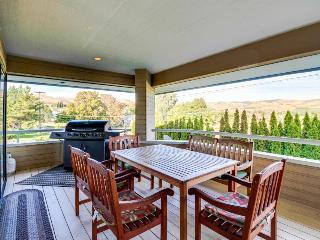 Modern home near Lake Chelan w/ a hot tub, pool & fireplace! - Manson vacation rentals