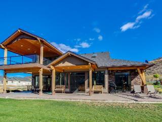 Columbia riverfront mansion near beautiful Lake Chelan! - Chelan Falls vacation rentals