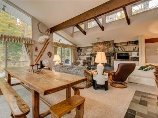 Charming 5 bedroom Stratton Mountain House with Deck - Stratton Mountain vacation rentals