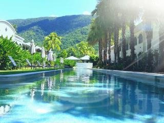 Stunning 1 bed self contained spa bath apartment - Palm Cove vacation rentals