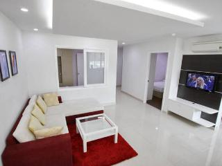 Deluxe 2 bedroom Apartment - Central Dist 1 (7C1) - Ho Chi Minh City vacation rentals