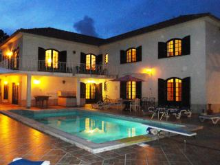 Holiday Villa with heated pool near beach, Lisbon - Colares vacation rentals