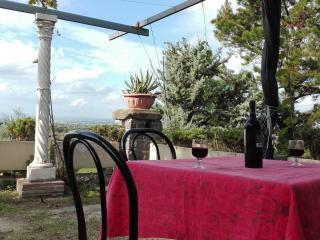Casa di campagna indipendente panoramica - Frascati vacation rentals