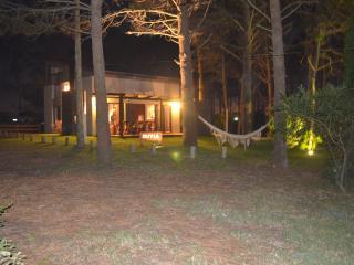 Hermosa casa en pueblo de pescadores junto al mar - Punta del Diablo vacation rentals