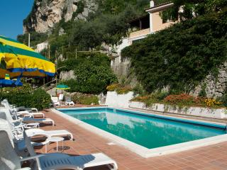 Le Rose 2 with terrace, pool, wifi & parking - Ravello vacation rentals